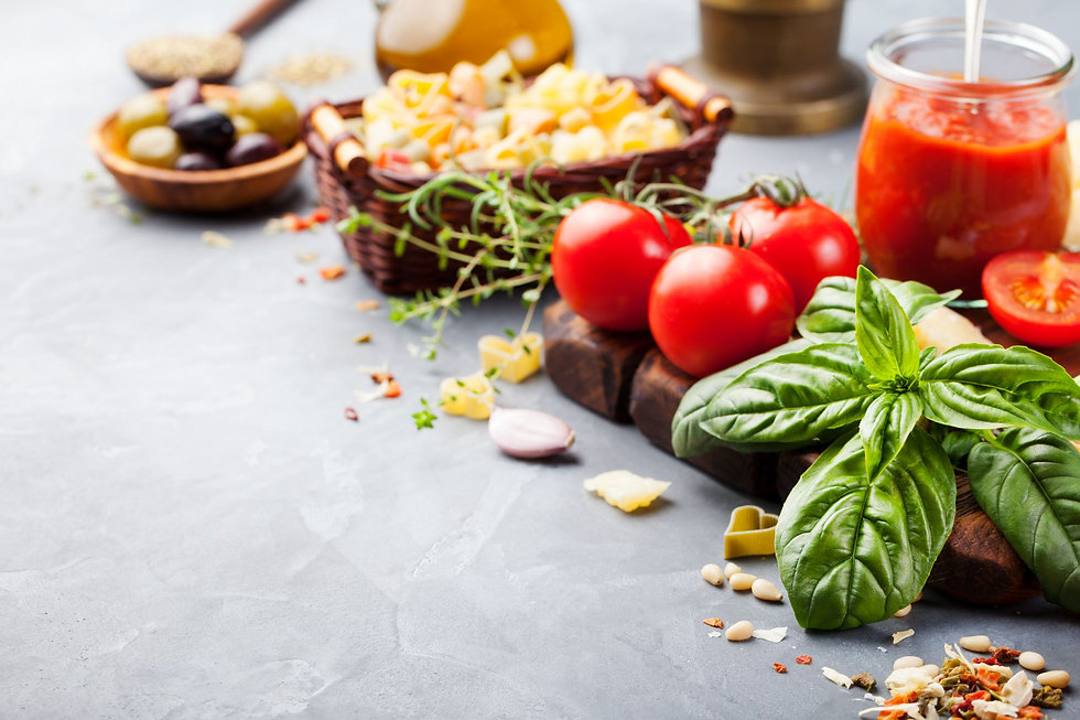 italian-food-background-copy-space-PZJTS