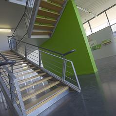 Escalier vers circuit pédagogique