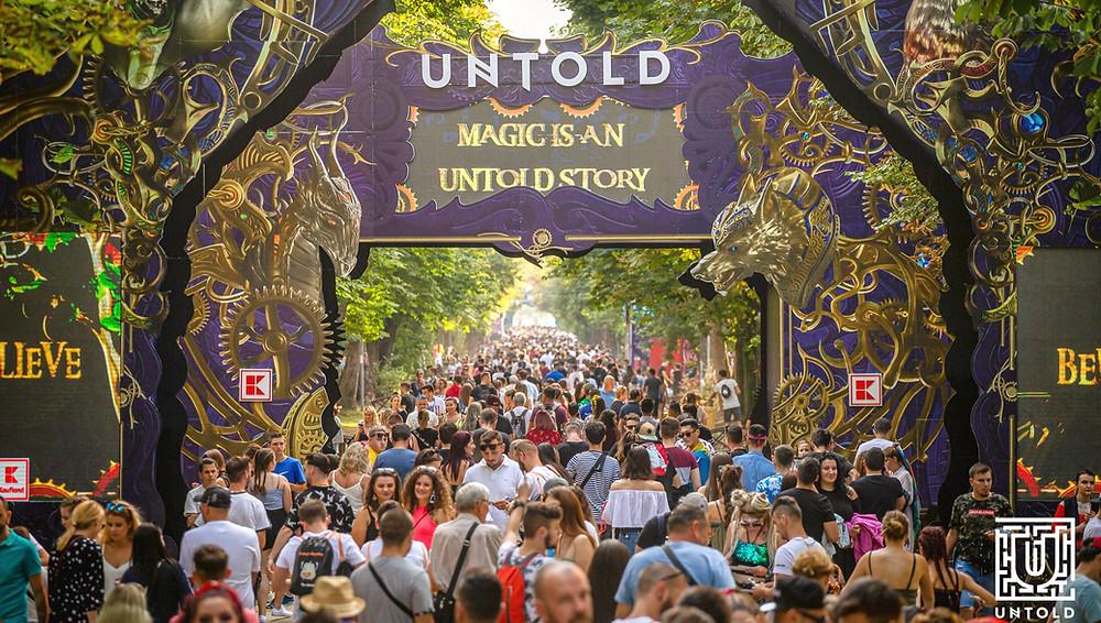 ingresso di untold con scritta 'magis is an untold story'