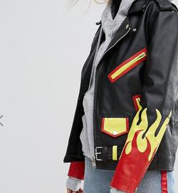 giacca di pelle con fiamme