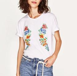 t-shirt con ricami