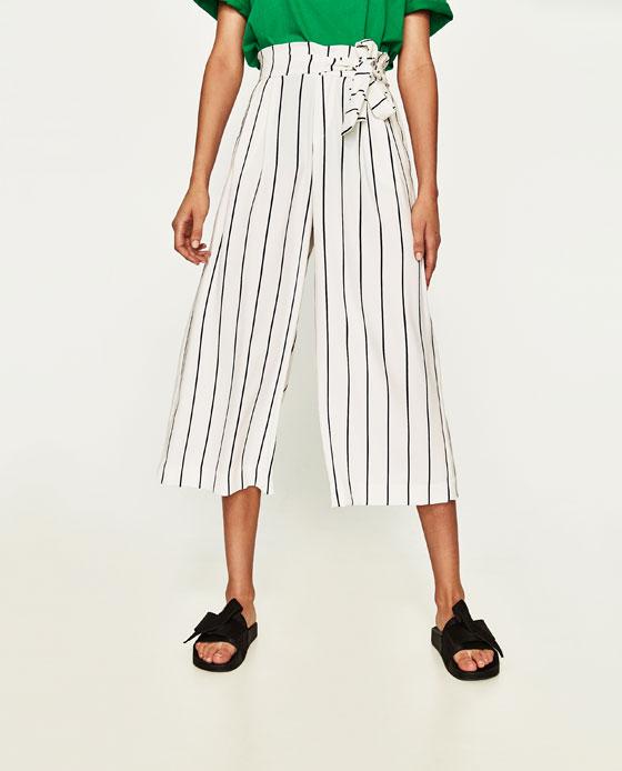 pantaloni cropped con top