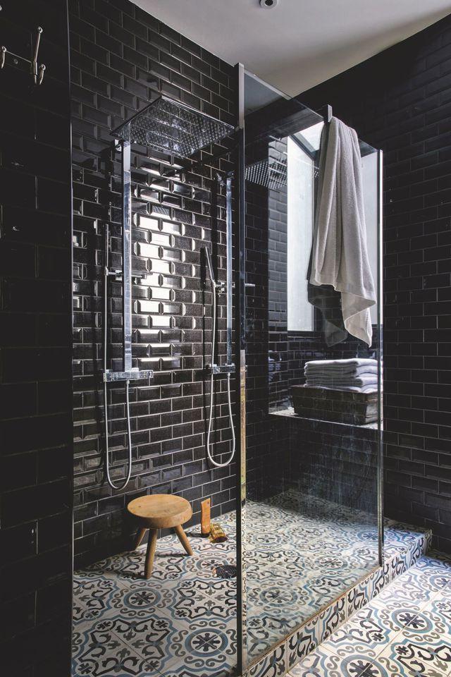 salle de bain décoration noire