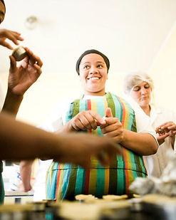 mulher cozinhando conexão musas insetituto empodera