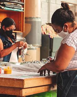 mulher costurando conexão musas insetituto empodera
