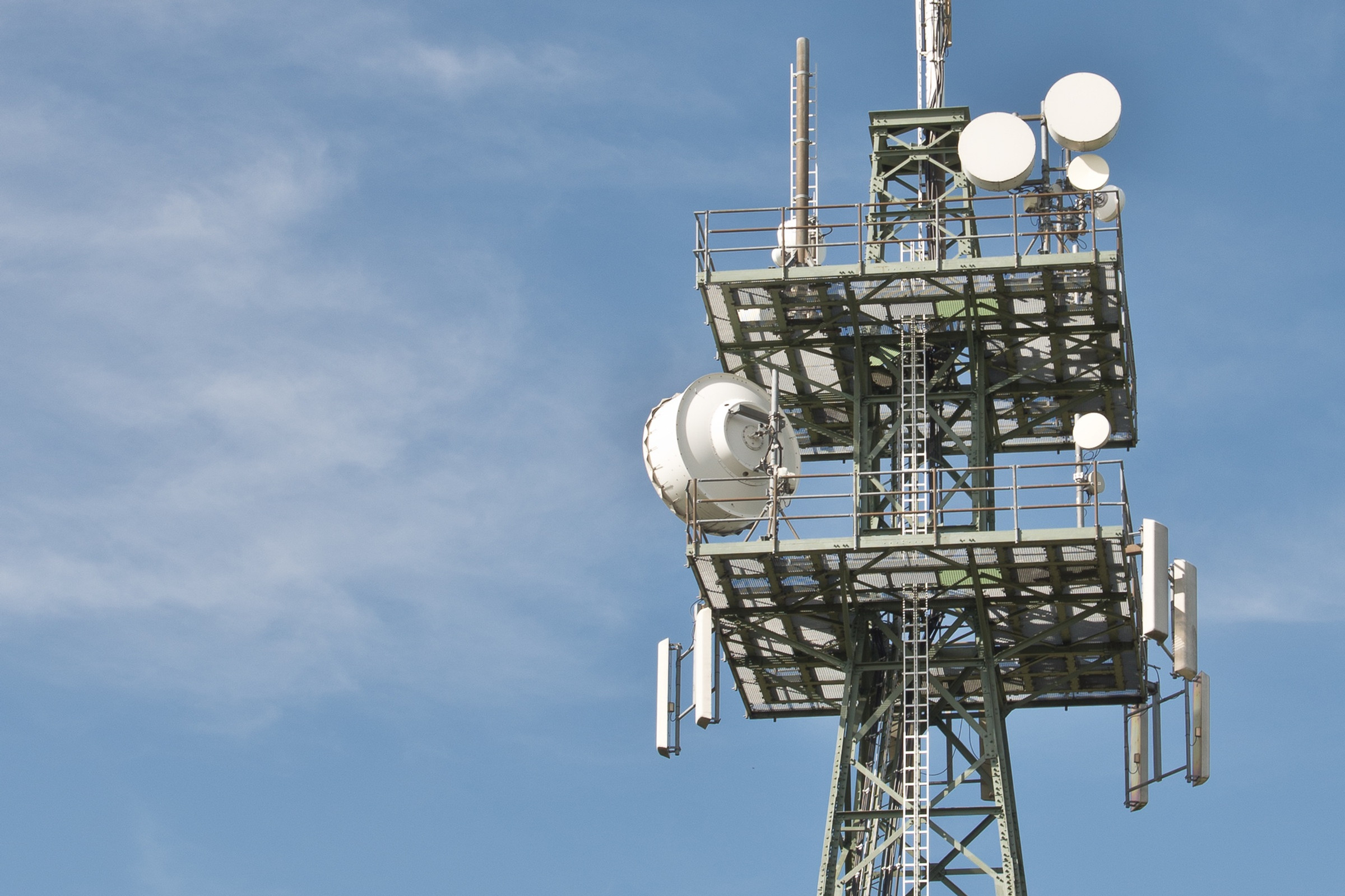Монтаж кабелей передачи данных