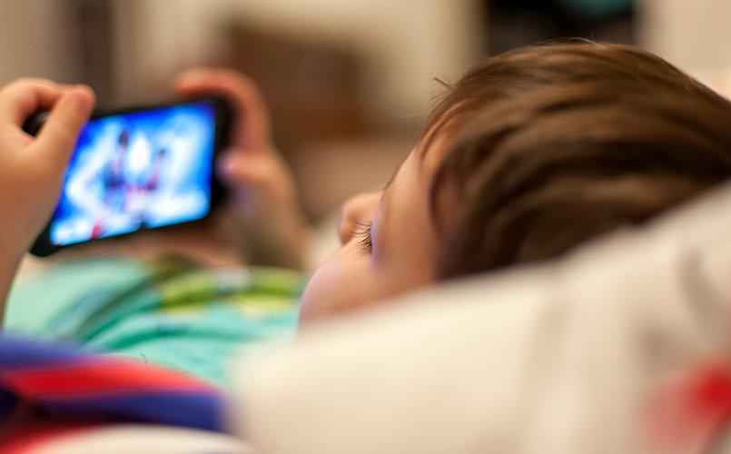 kid-using-mobile-apps.jpg
