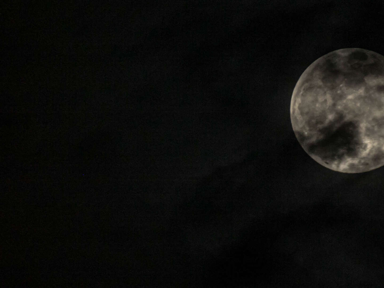 molly dreams ciel lune noir blanc crater