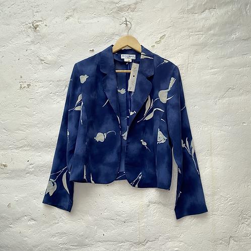 Veste bleue à motif fleuri, années 2000, Un jour, ailleurs