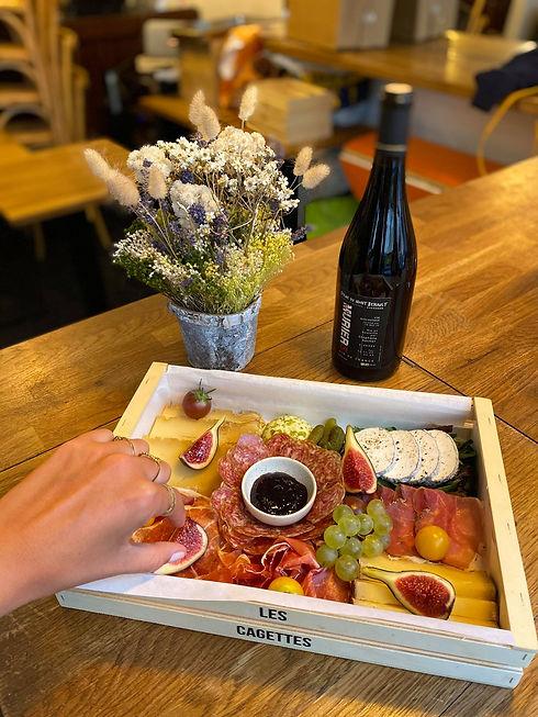 Les cagettes cagette bar à vin charcuterie apéritif apéro terroir fromages fromage vin