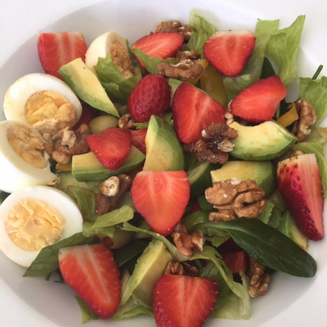 STRAWBERRY, WALNUT & EGG SALAD