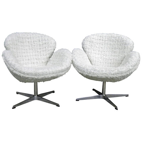"Pair of Chic Arne Jacobsen Style ""Swan"" Chairs in a White ""Nubby"" Boucle Fabric"