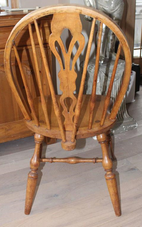 Eight Fine English Windsor Bow Brace Back Dining Chairs With Decorative  Splat And Finely Turned Legs And Stretcher, In Ash.