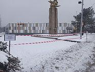 Prostor kolem Památníku osvobození - Holubice dočasně uzavřen