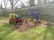 Úklid listí na plochách městské zeleně