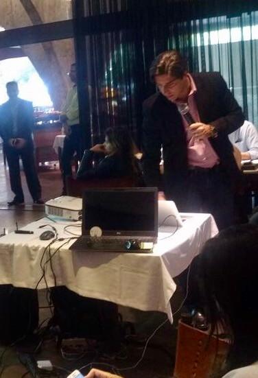 O arquiteto de inteligência empresarial da RBA GI - Christiano Penna fazendo a apresentação do case.