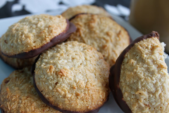 Chocolate Dipped Cappuccino Macarons (6 pcs)
