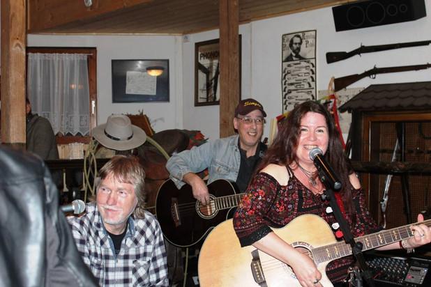 CountryClub - Geburtstagsfeier mit Joe an der Cajon
