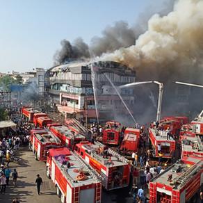 Pelo menos 15 estudantes mortos em incêndio num edifício na Índia.