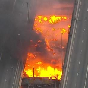 Incêndio atinge ponte do Jaguaré e interdita marginal Pinheiros