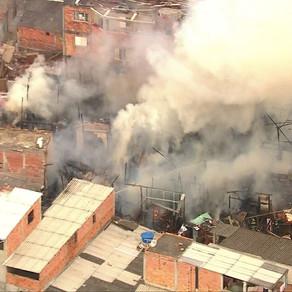 Incêndio atinge favela em Santo André