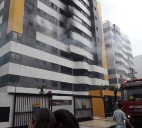 """""""Hidrantes e alarme do edifício não funcionaram"""", diz Bombeiros sobre incêndio na Jatiúca"""