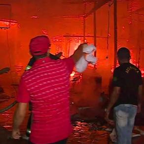 Incêndio Atinge o espaço da Brasilit na Feira da Sulanca, em Caruaru