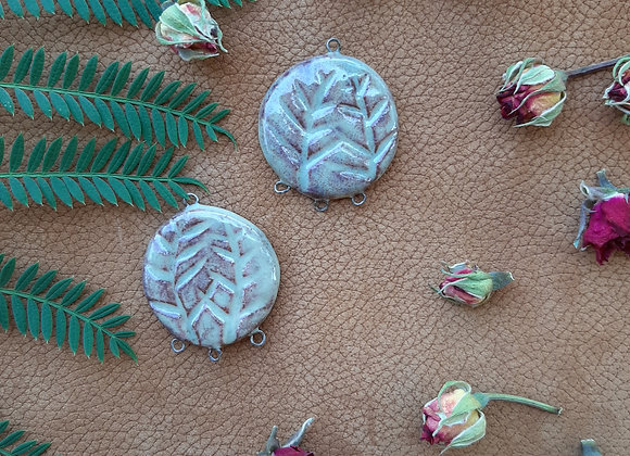 Round Leaf Carved Four Loops Connectors