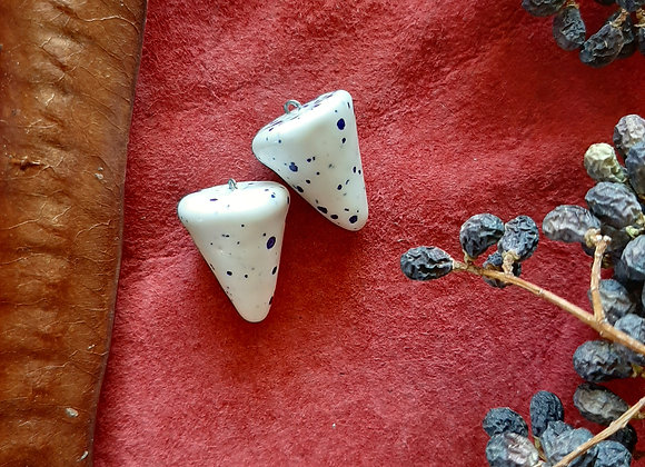 White and Blue Spotted Pendulum Beads
