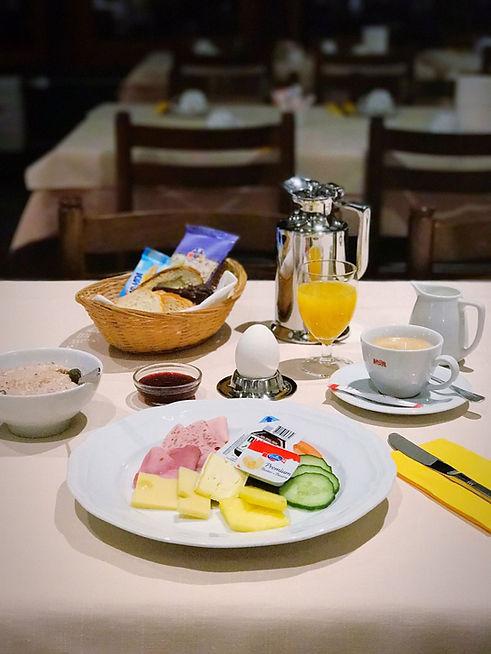 Frühstück im Hotel Alfa Soleil in Kandersteg
