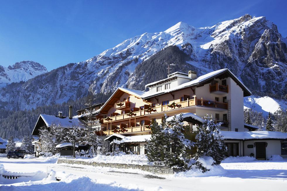 Hotel Alfa Soleil Kandersteg, winter.jpg
