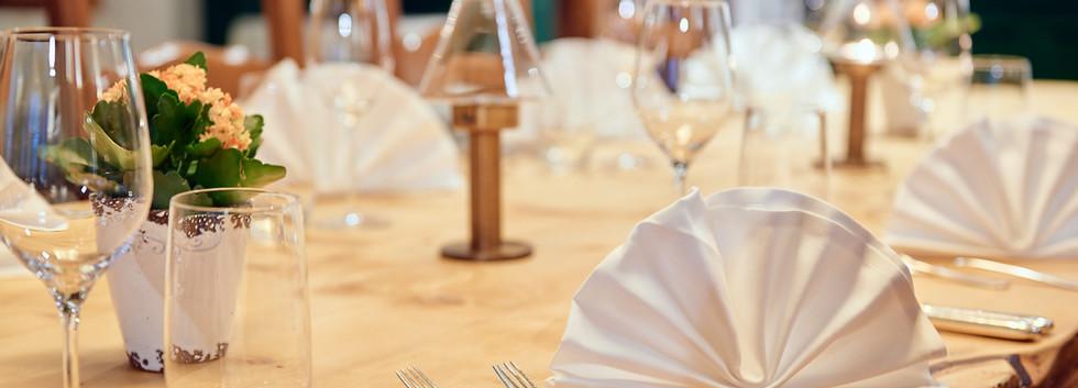 Nico's Restaurant, Tisch gedekt.jpg