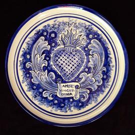 Pietro Librici,  Sacred Heart - Amor Vincit Omia - Plate, Overglaze ceramic, Ø=31 cm.