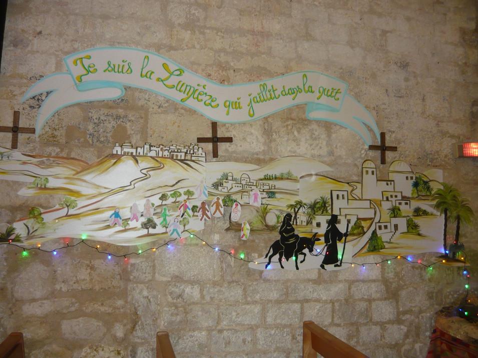 décor sur mur pour l'avent église Fléac.