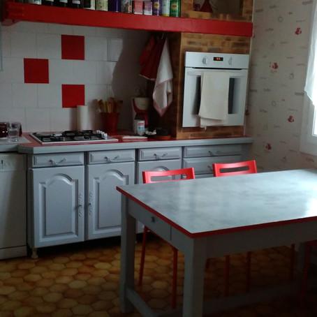 Meubles de cuisine repeints , rouge ,blanc et gris