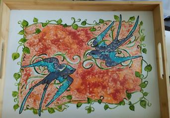 plateau motif hirondelles peintes à  la main