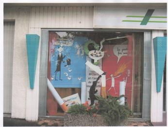 création d'un décor de vitrine sur le tabac