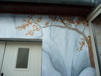 détail peinture murale Ruelle arbre et chouette