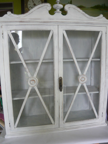 petit meuble vitrine peint