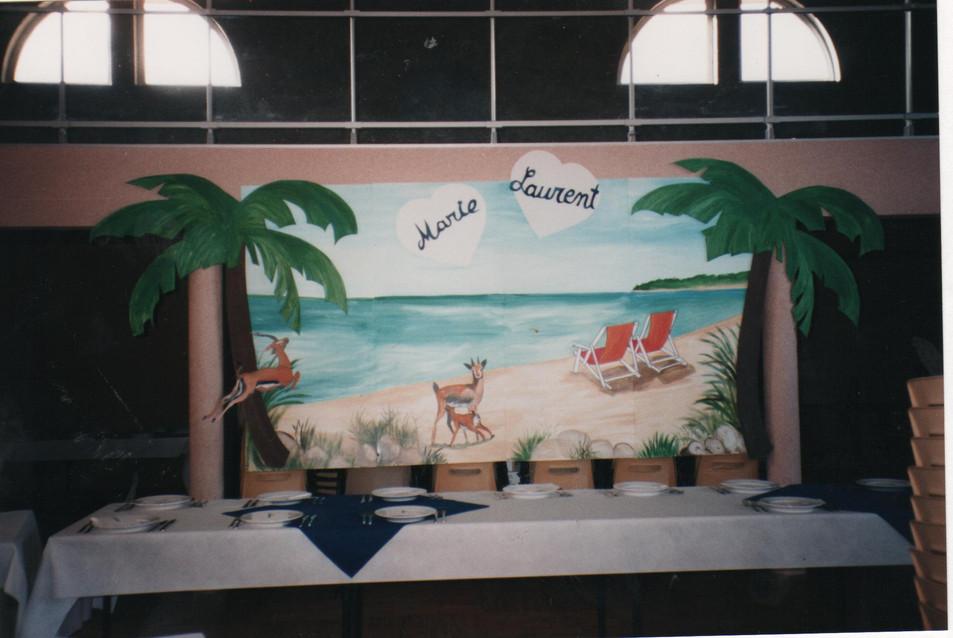 thème safari décor derrière les mariés