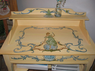 table de toilette peinte