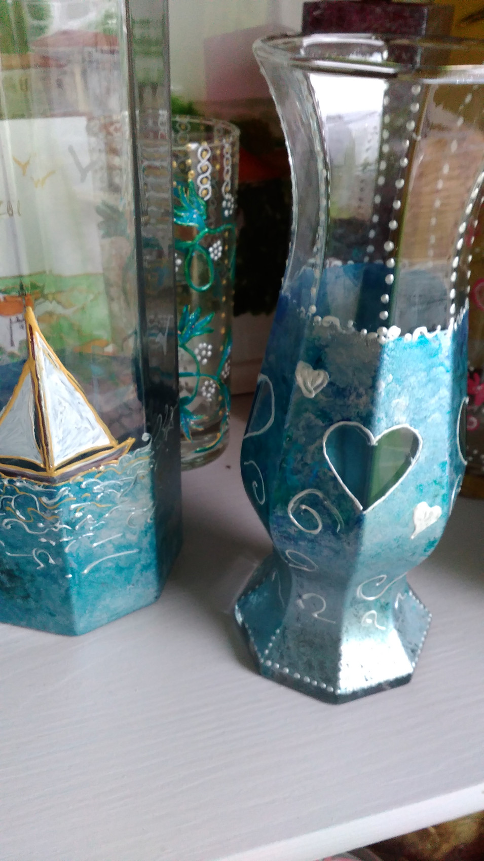 vases décors peints nuances de bleu