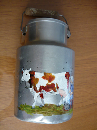 vache sur pot au lait