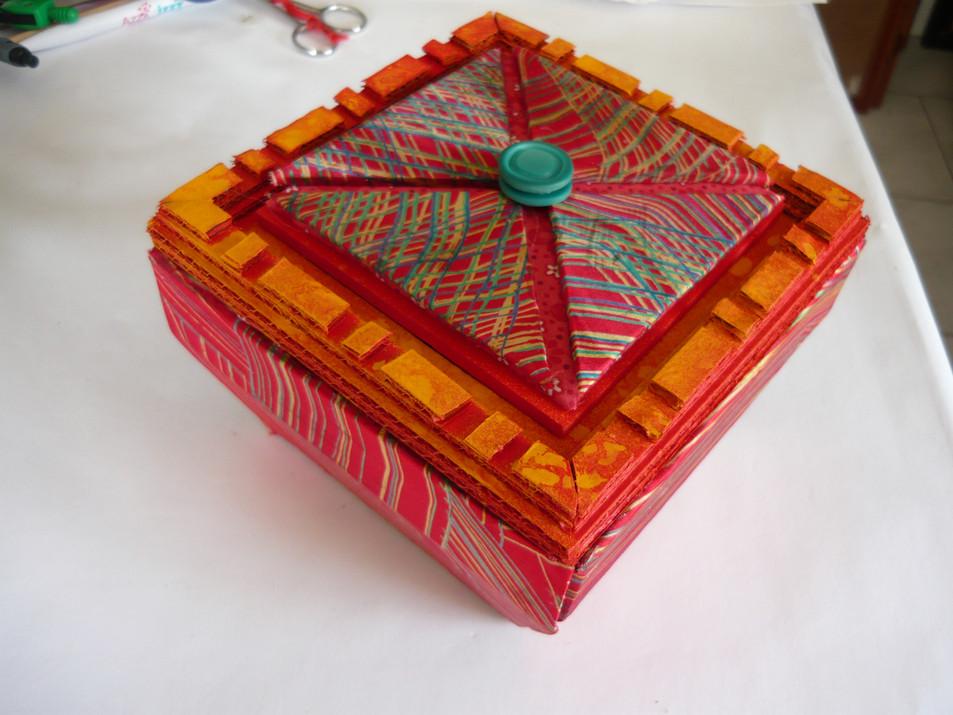 boite cartonnage rouge