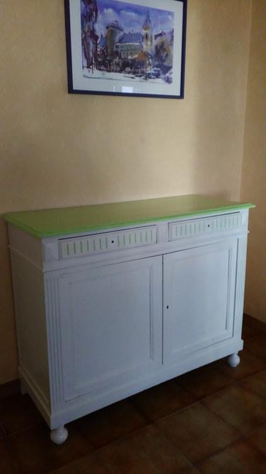 buffet peint vert anis et crème.jpg