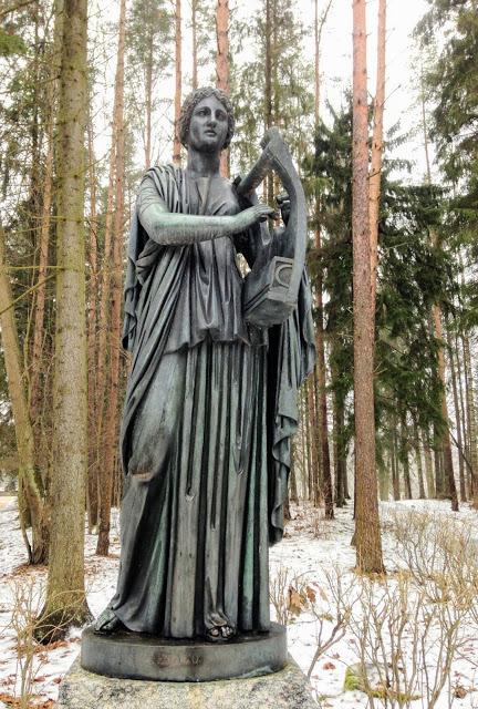Эрато – муза любовной поэзии