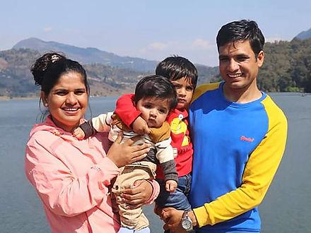 Familie pastor Keshav.jpg