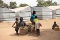 VIDEO: uniek bezoek aan Nigeriaans vluchtelingenkamp