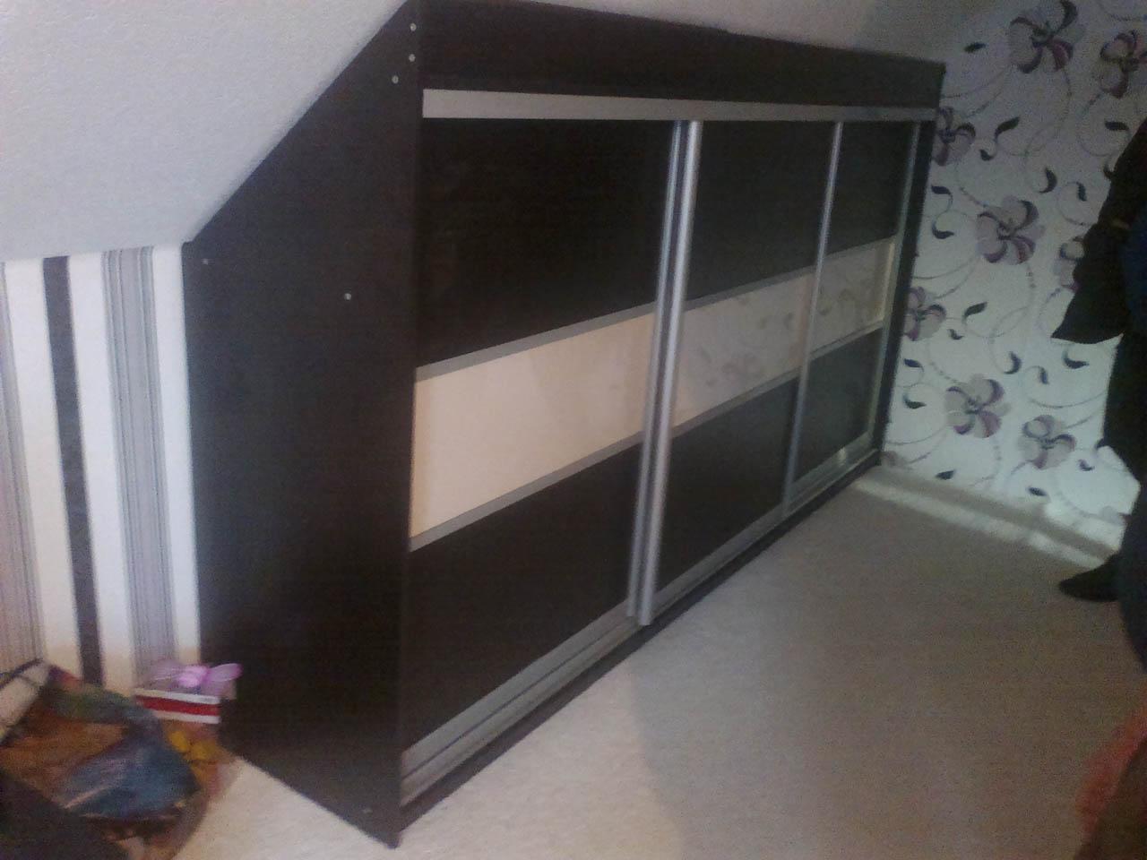 Шкаф-купе для мансарды