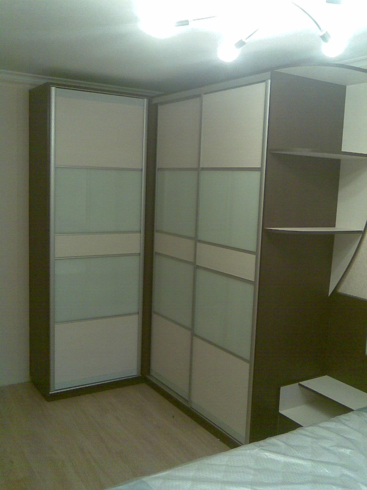 Угловой шкаф-купе